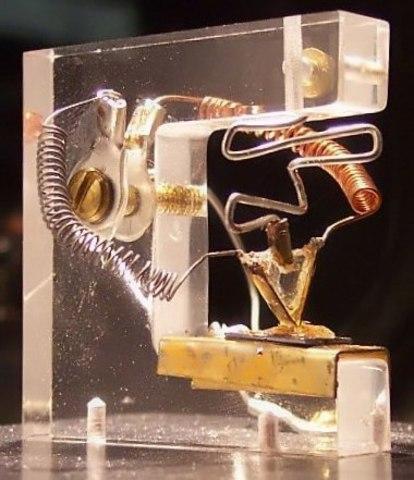 Точечный транзистор
