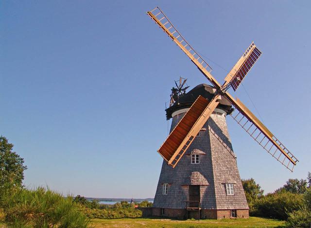 The Dutch make mulit-purpose windmills