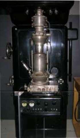 прототип первого просвечивающего электронного микроскопа