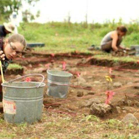 Premières fouilles sur le site archéologique Droulers-Tsiionhiakwatha