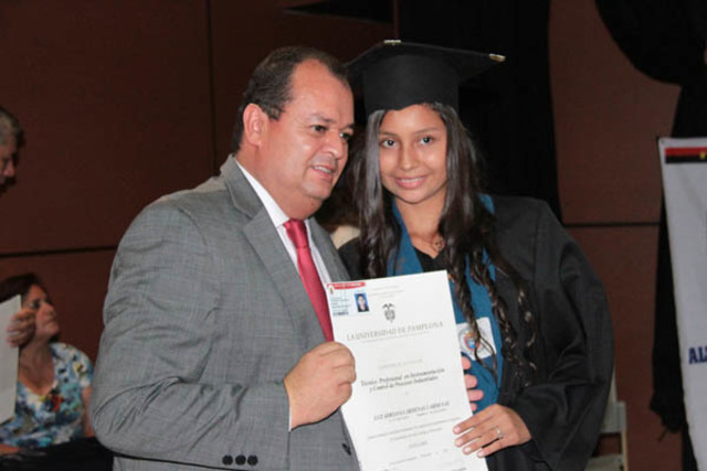 Permiso para otorgar títulos en la Universidad de Pamplona