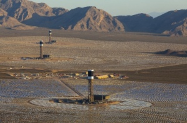 Ivanpah, the World's Largest Concentrated Solar Power Generation Plant, Goes Online