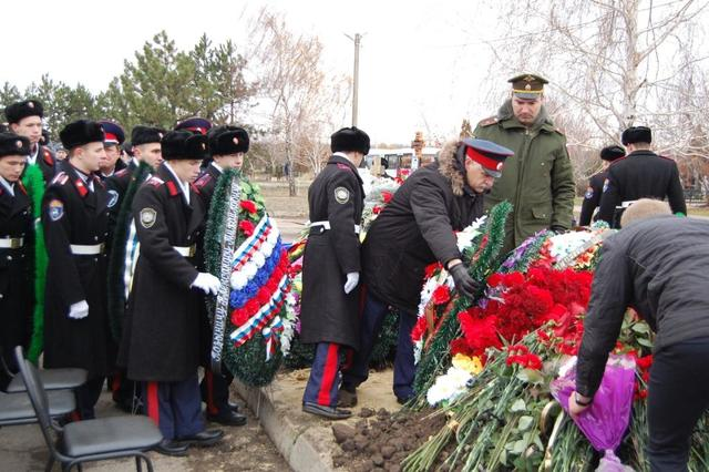 Отдание воинских почестей морскому пехотинцу, погибшему в Сирии