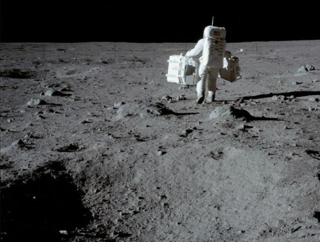 Первый выход человека на поверхность Луны