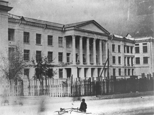 После революции преподавал в Первом МГУ (с 1921) и других московских вузах.