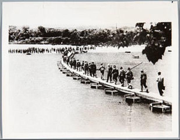 Los nacionales abren las presas del Ebro provocando una crecida de dos metros.