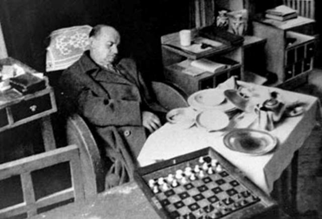 Muere Alekhine como campeón invicto, el único con esta categoría.