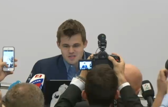 Magnus Carlsen gana el campeonato del mundo contra Viswanathan Anand y es el 16° campeón del mundo.