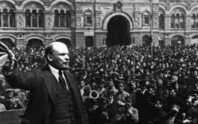 Se desarrolla el Comunismo de Guerra.