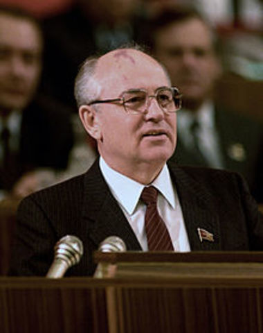 Mikhail Gorbachev becomes leader of Soviet Union
