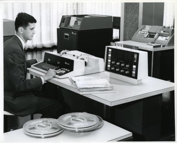IBM 7070, Primer ordenador de la Segunda Generación