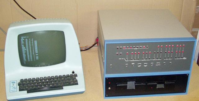 Altair 8800, Primer ordenador de la Cuarta Generación