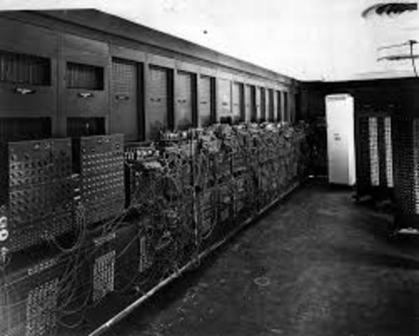 Universidad de Pensilvania se construye la ENIAC