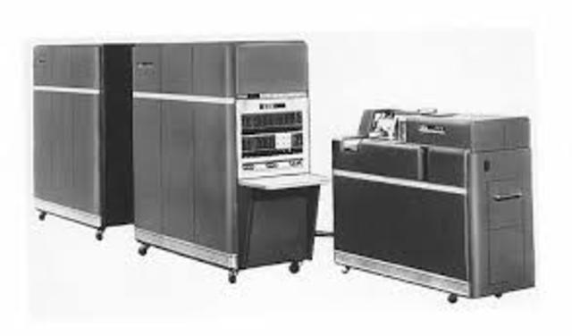 IBM fabrica su primera computadora a escala industrial