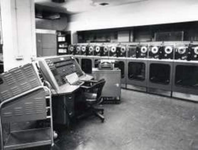 UNIVAC. Primera computadora comercial.