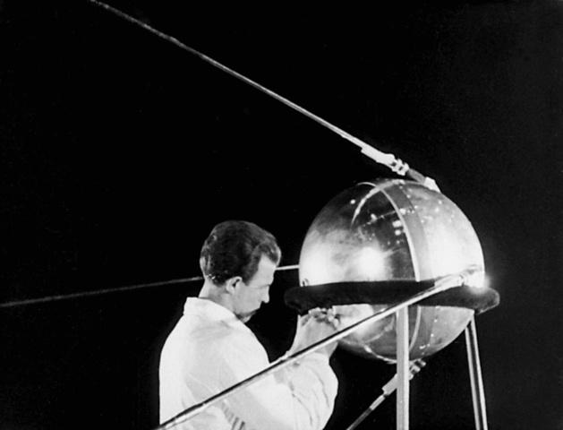 Запуск в СССР первого искусственного спутника Земли