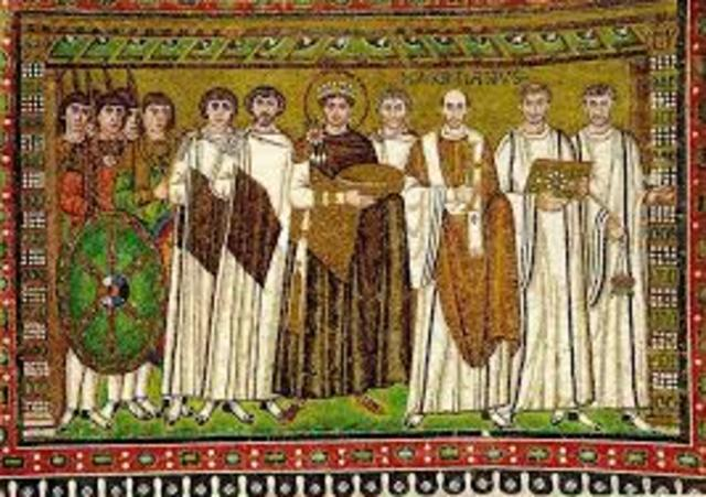 962 El Papa Juan XII corona emperador a Oton I el Grande; con ello se funda el Sacro Imperio Romano Germánico, a imitación del de Carlomagno.