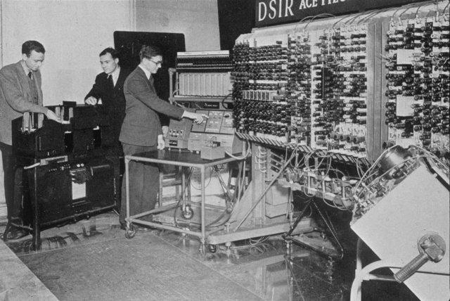 Первая связь между двумя компьютерами, установленными в Калифорнийском университете.