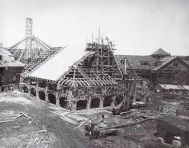 Construction d'un manoir à Montebello