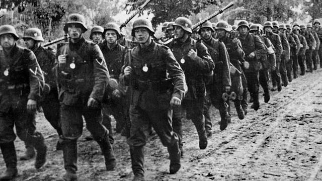 1916. Los alemanes se apoderan de los Balcanes y dominan Albania. Ofensiva alemana contra Verdun.
