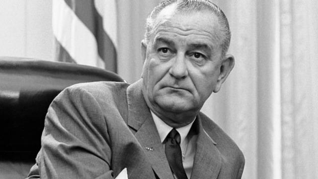 1963. Francia obstaculiza el ingreso de Inglaterra en el Mercado Comun. Golpe de Estado en Irak, es asesinado el presidente Kassen.