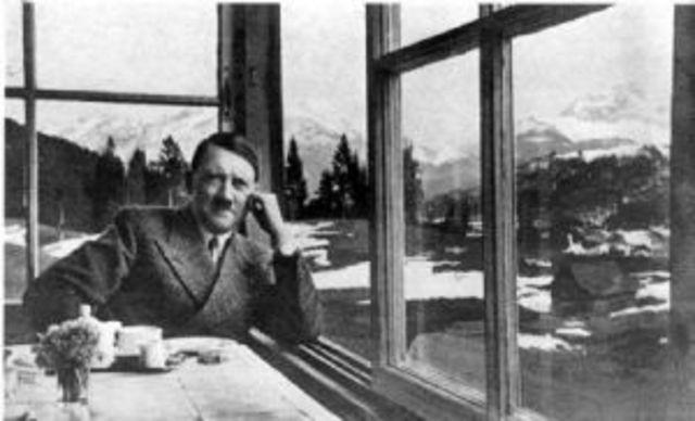 Hitler surt de la presó