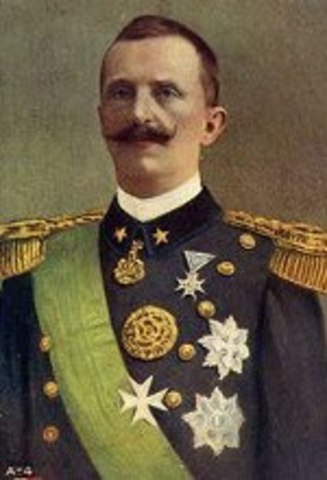 El rei Victor Manuel III sol·licita a Mussolini que formi govern.