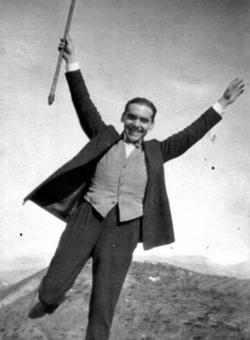 Muere fusilado de madrugada Federico García Lorca en Granada.