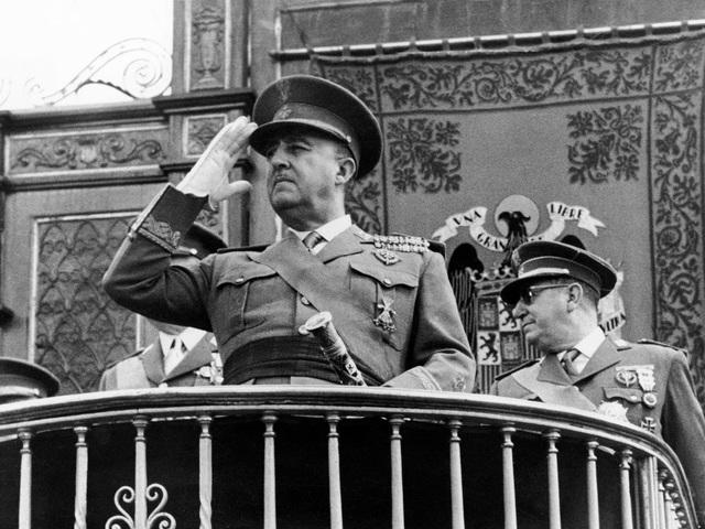 Franco es nombrado Jefe del Estado y Generalísimo de los Ejércitos.