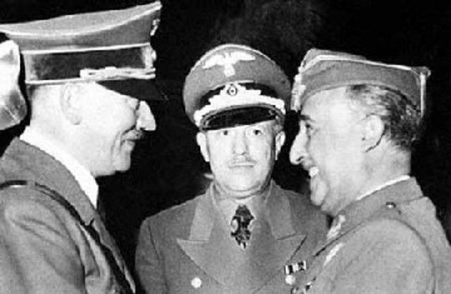 El gobierno de Franco recibe el reconocimiento del líder nazi Adolf Hitler y del líder fascista Benito Mussolini.