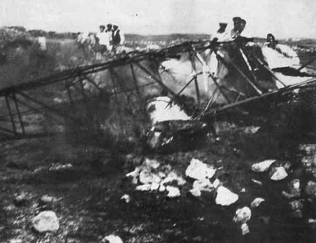 Emilio Mola muere en accidente de avión en en Castil de Peones (Burgos)