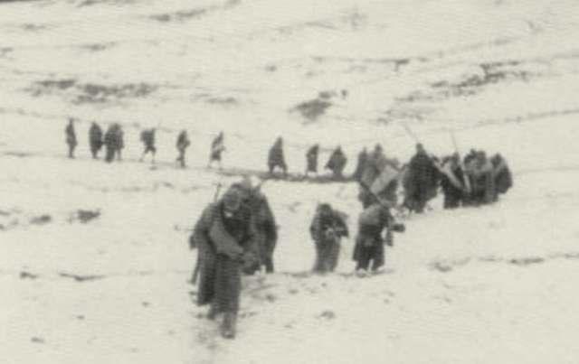 Se paralizan los combates debido a un intenso temporal de nieve, y los republicanos inician su retirada