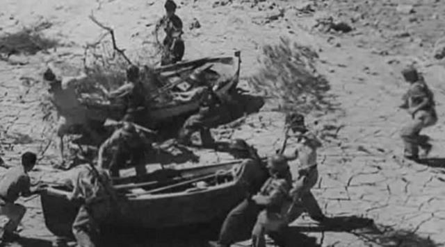 Debido a la sobrecarga cae la única pasarela sobre el río Ebro que utilizaban las fuerzas republicanas para alcanzar la orilla derecha. Sobre el campo de batalla quedan más de 800 cadáveres de soldados, y unos 1.600 son hechos prisioneros.