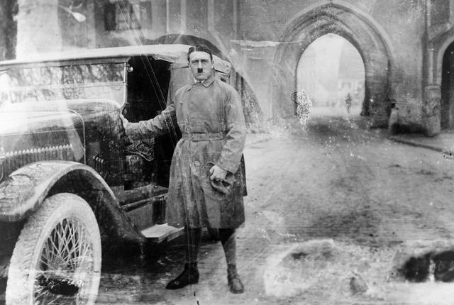 Hitler refunda el partit i replanteja el programa per tal d'ampliar els suports socials