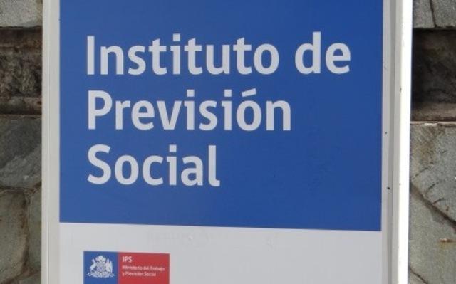 Se crea el IPS (Instituto de Previsión Social)