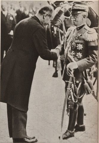 Victor Manuel III confià el govern a Benito Mussolini