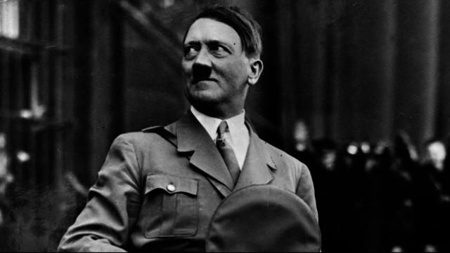 Adolf Hitler begår självmord