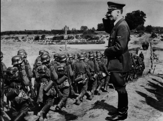 Polen attackeras av Tyskland