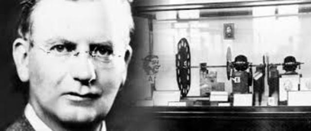 John Logie Baird efectúa la primera experiencia de TV