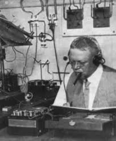 Pimera transmisión de radio con voz humana