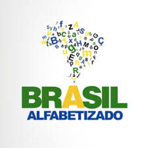 É criado o Programa Brasil Alfabetizado (PBA)