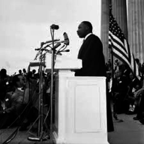 dr king goes to memorial in washington dc