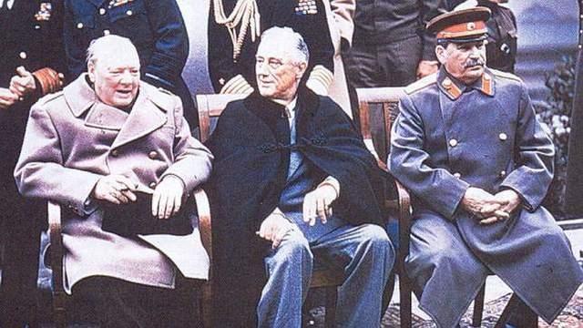 Reunión en Yalta de Truman (EUA), Churchill (UK), Stalin (URSS)