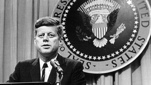John F. Kennedy ocupa la presidencia de los EUA.