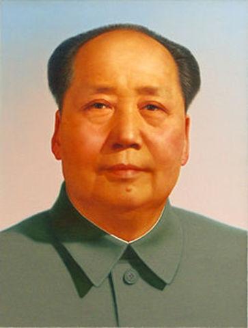 """e termina la """"Gran Revolución Cultural"""" con la muerte de Mao Zedong."""