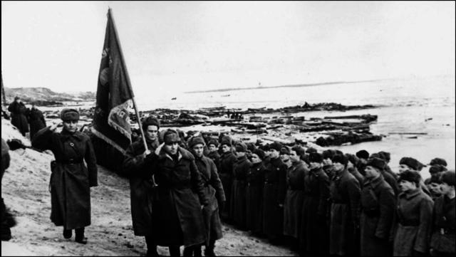 Tyska 6:e arme kapitulerar vid Stalingrad