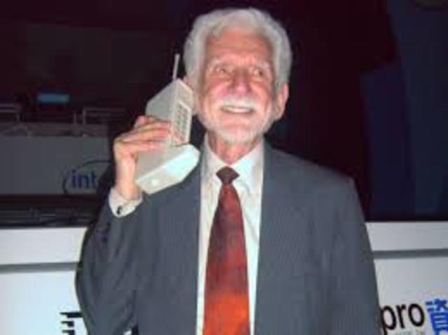 Se cumplen 25 años en EUA del primer servicio de telefonía celular comercial.
