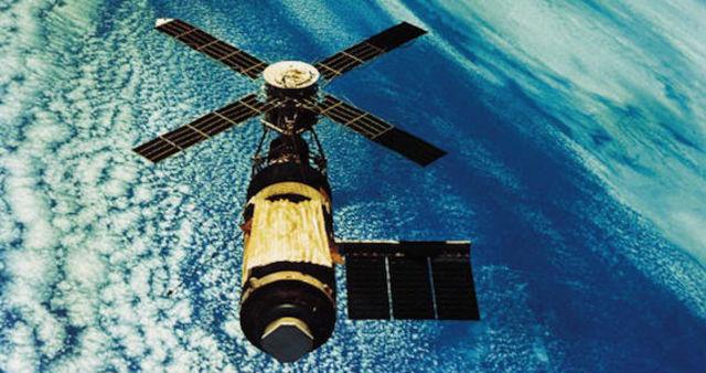 Es lanzado el segundo satélite mexicano Morelos II.