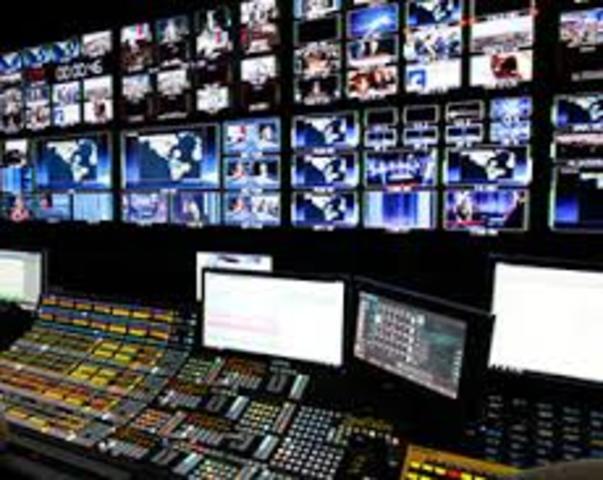 En EU la FCC aprueba la HDTV, al año siguiente Japón empieza a usar dicha tecnología.