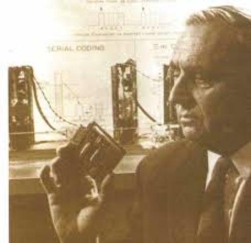Alec Reeves concibe la Modulación por Codificación de Pulsos (PCM) usada hoy en día en telefonía.